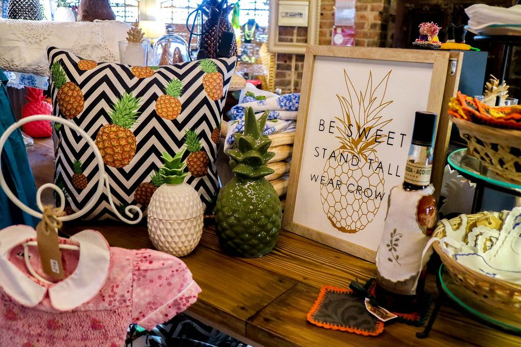 Souvenirs que se venden en la plantación de piñas de Arruda en Sao Miguel en Azores