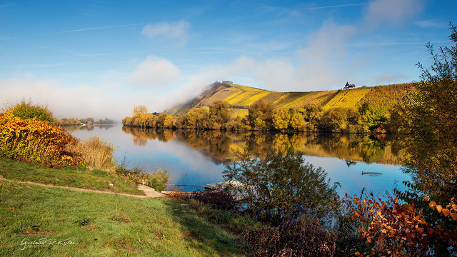 Golden October on the Moselle with a view of the Laurentius chapel