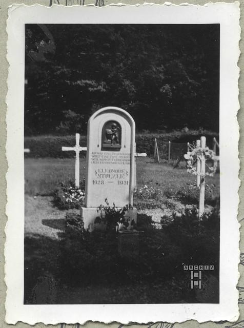 ArchivTappenW18Kindergrab, Eleonore Stoelzle,