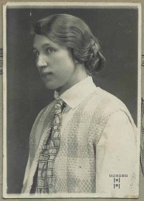 ArchivTappenW3 Frauenporträt, 1920er