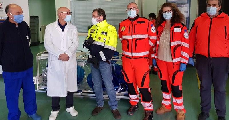 Barella isolante di alto biocontenimento donata all'ospedale di Polla