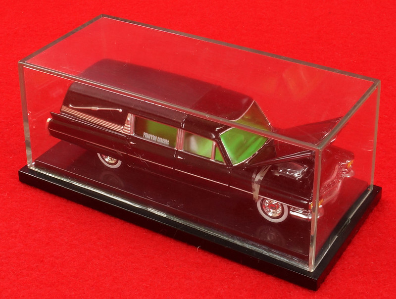 RD28093 Hot Wheels Undertaker 1963 Cadillac Hearse Phantom Coaches 1-64 Scale Limited Edition Encased DSC02390