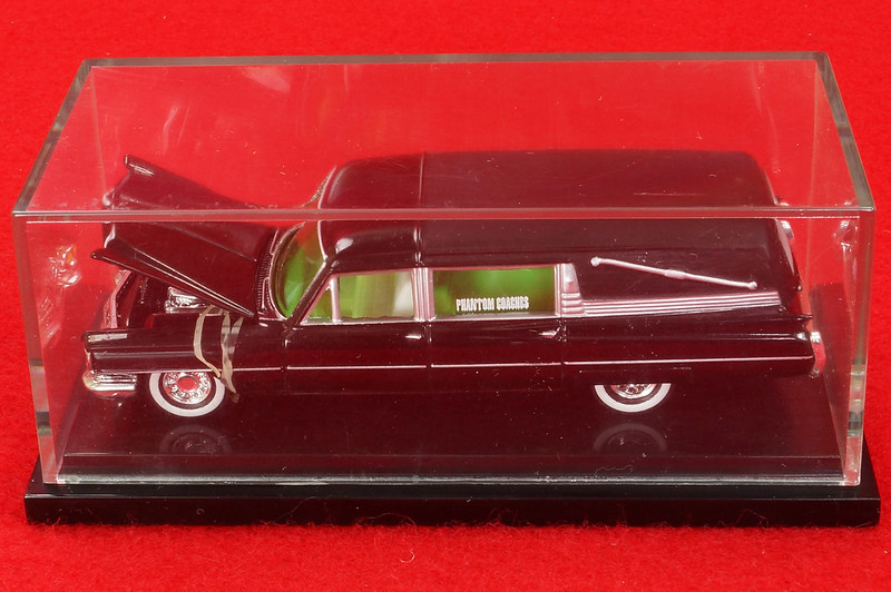 RD28093 Hot Wheels Undertaker 1963 Cadillac Hearse Phantom Coaches 1-64 Scale Limited Edition Encased DSC02389