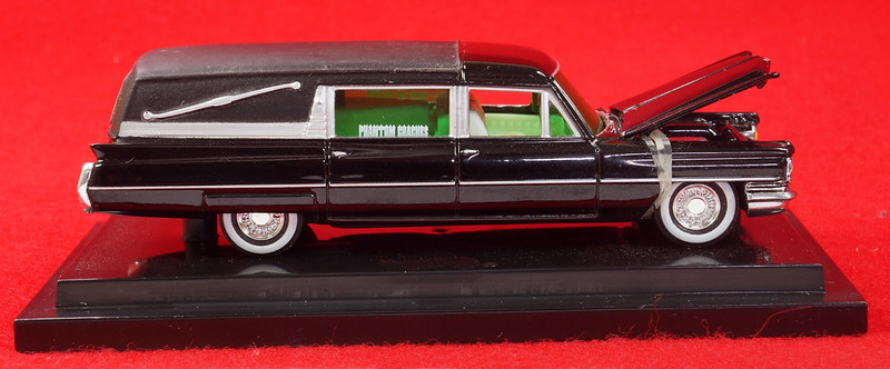 RD28093 Hot Wheels Undertaker 1963 Cadillac Hearse Phantom Coaches 1-64 Scale Limited Edition Encased DSC02380