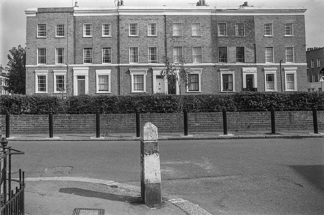 Sutherland Square, Walworth, Southwark 86-10i-16_2400