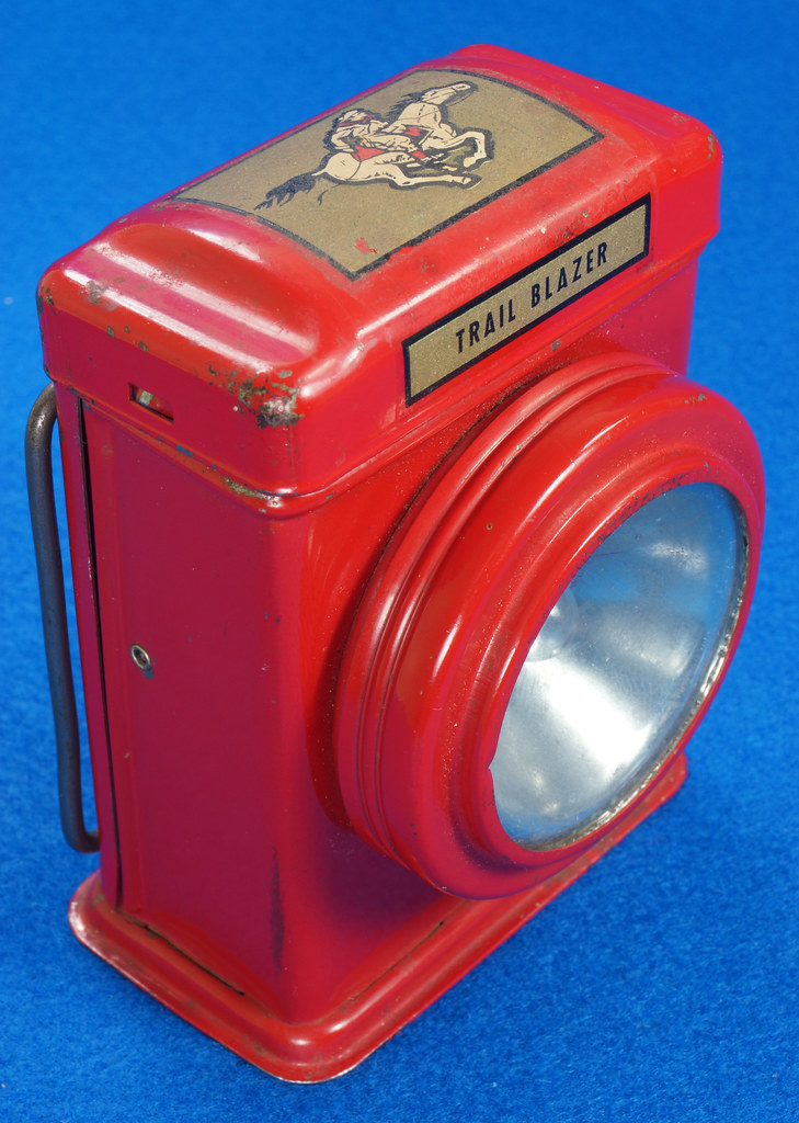 RD28417 Vintage 1933 Niagara 2 Cell Red Trail Blazer Mini Lantern Horse Rider Decal DSC02393