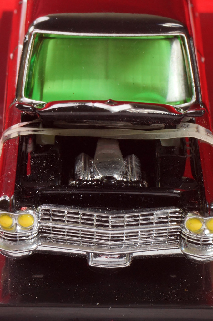 RD28093 Hot Wheels Undertaker 1963 Cadillac Hearse Phantom Coaches 1-64 Scale Limited Edition Encased DSC02386