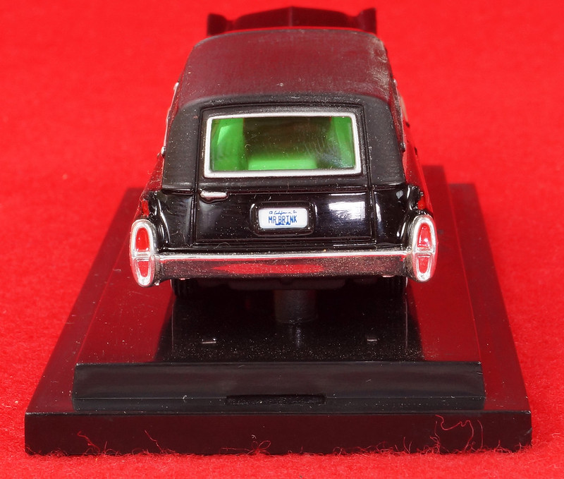 RD28093 Hot Wheels Undertaker 1963 Cadillac Hearse Phantom Coaches 1-64 Scale Limited Edition Encased DSC02383