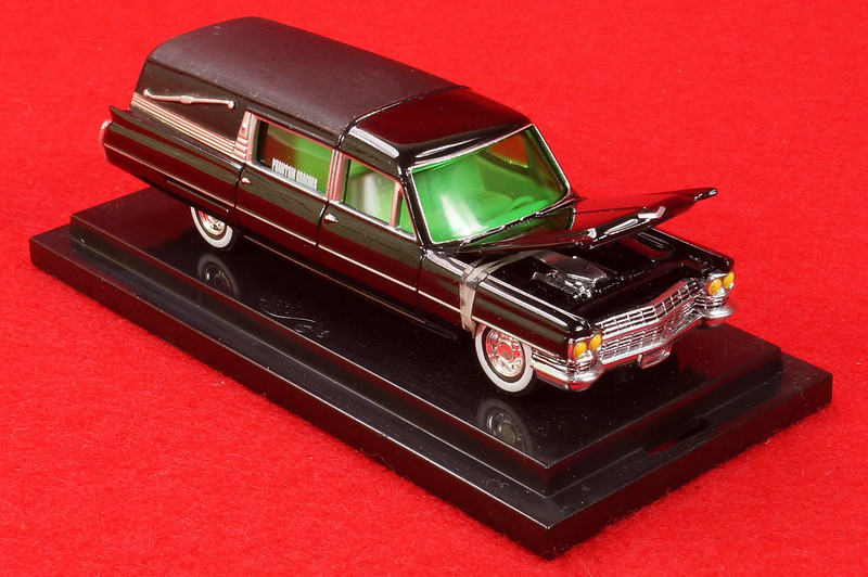 RD28093 Hot Wheels Undertaker 1963 Cadillac Hearse Phantom Coaches 1-64 Scale Limited Edition Encased DSC02384