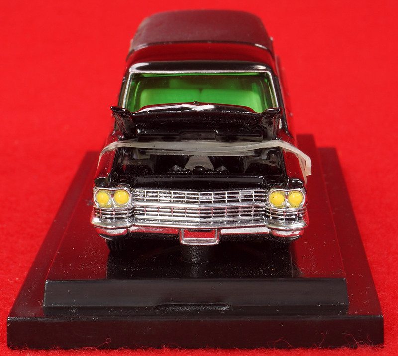 RD28093 Hot Wheels Undertaker 1963 Cadillac Hearse Phantom Coaches 1-64 Scale Limited Edition Encased DSC02381