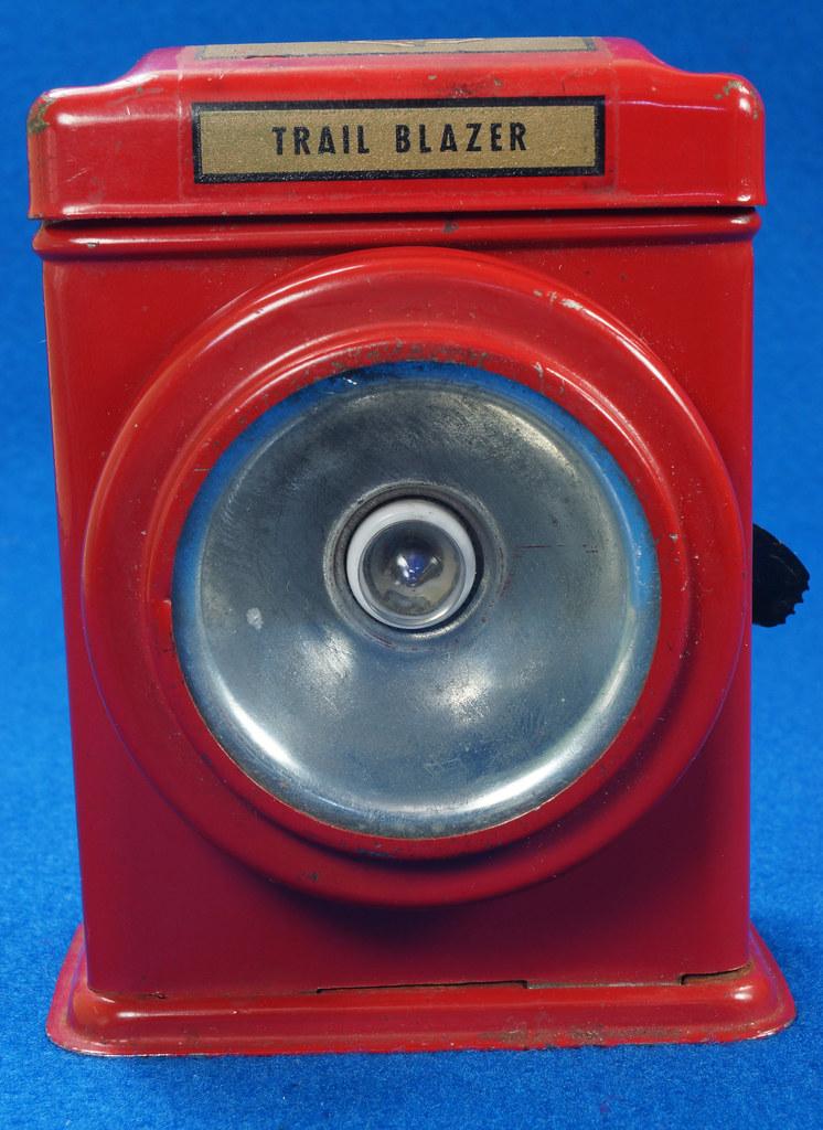 RD28417 Vintage 1933 Niagara 2 Cell Red Trail Blazer Mini Lantern Horse Rider Decal DSC02397
