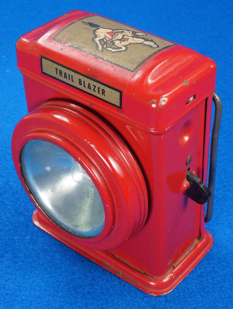 RD28417 Vintage 1933 Niagara 2 Cell Red Trail Blazer Mini Lantern Horse Rider Decal DSC02392