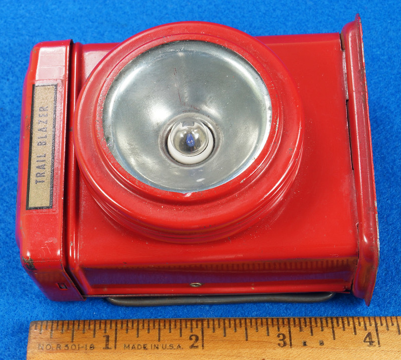 RD28417 Vintage 1933 Niagara 2 Cell Red Trail Blazer Mini Lantern Horse Rider Decal DSC02391