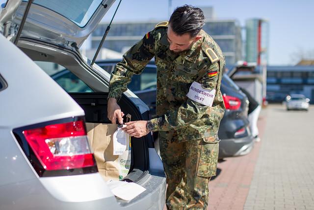 Bundeswehr hilft beim Einkaufen