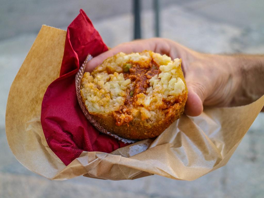 Las arancini de carne son unas de las especialidades de la gastronomía de Sicilia