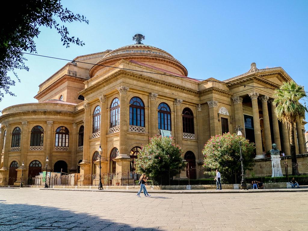 El Teatro Massimo es uno de los lugares que ver en Palermo durante una visita a la ciudad