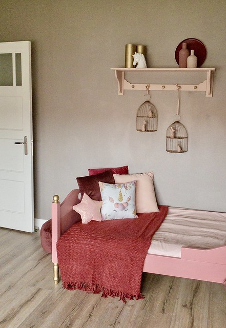 Roze bed roze kapstok roze kussen ster