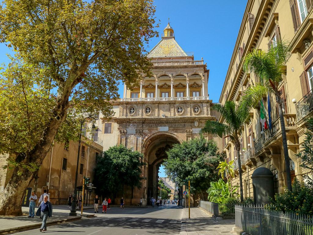 La Porta Nova es la entrada principal a Palermo y uno de lugares que ver en Palermo