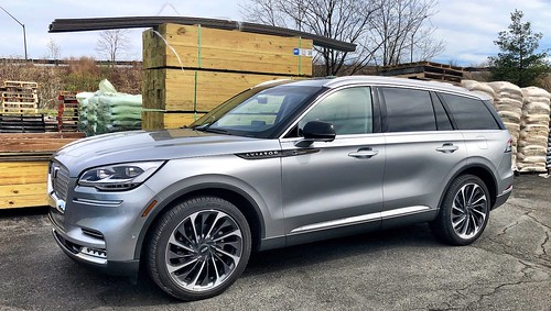 2020 Lincoln Aviator Reserve AWD: Angelic Beauty, Strange Demeanor Photo