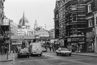 Fleet St, Ludgate Hill, St Paul's Cathedral, City 86-11e-54