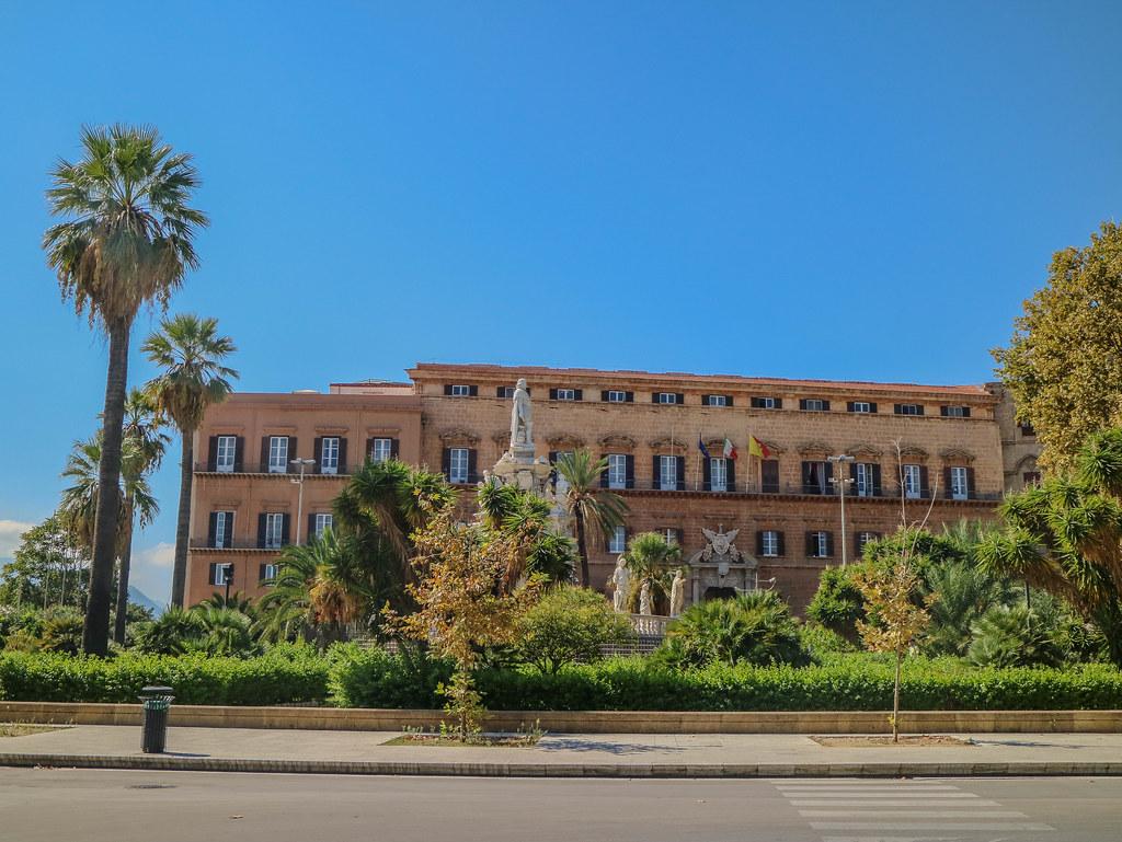 Exterior del Palacio Real en Palermo