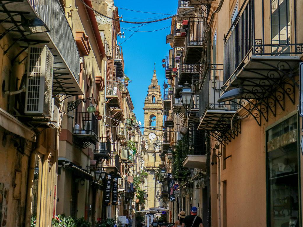 Estrechas caches de la ciudad en Sicilia