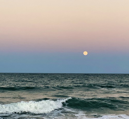 iphone11promax moonrise avgcampro beach surf sunset ftpiercefl bloodmoon