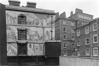 Mural, Farringdon Lane, Clerkenwell, Camden 86-11g-54