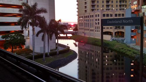 dadelandnorth dadeland trainstation sunset canal palm palmtree miami miamifl fl florida city urban tropical garage