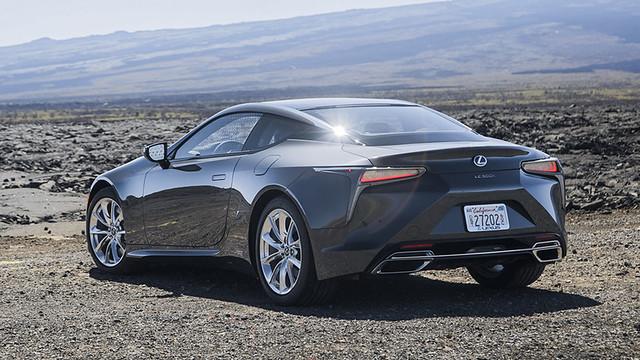2021-Lexus-LC-500h-007
