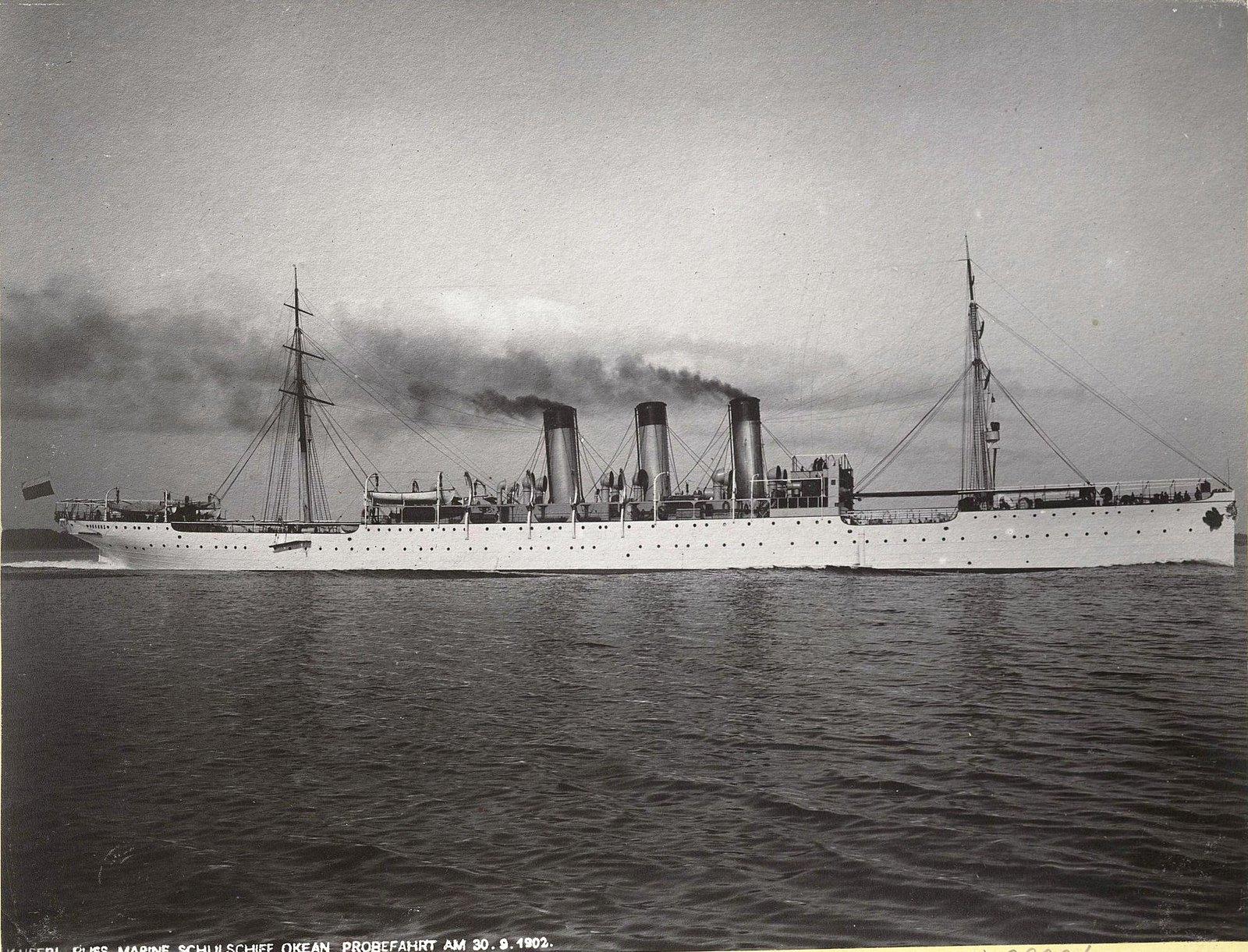 37. Учебное судно «Океан» идёт по морю. 30 сентября 1902 г.