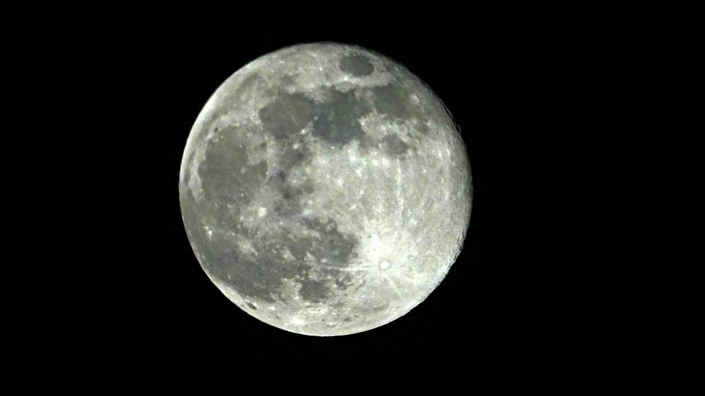 Der Mond - Seite 4 49751679988_e42e143efa_b