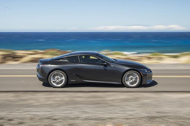 2021-Lexus-LC-500h-014
