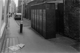 Urinal, Star Yard, Holborn, Camden 86-12d-12_2400