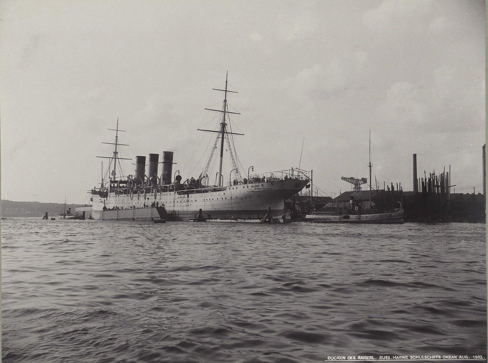 32. Учебное судно «Океан» в порту. Август 1902 г.