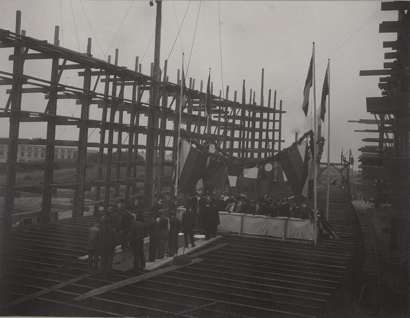 27. Закладка строительства судна «Океан» на машино-судостроительном заводе Говальдтсверке в Киле. 28 мая 1901 г.