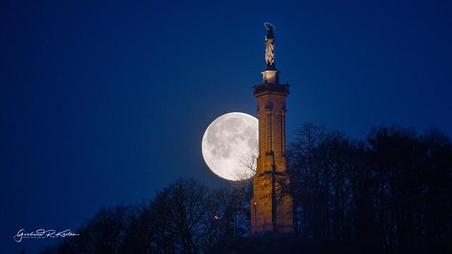 Super moon behind the Mariensaeule in Trier