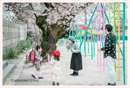 小学校入学記念のファミリーフォト 愛知県豊田市 校庭にて