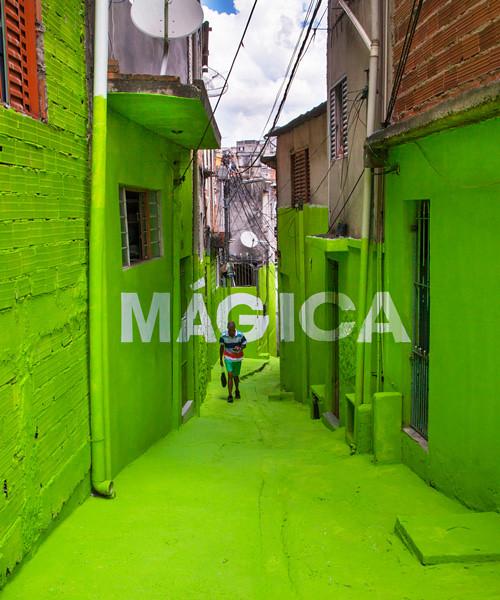 boa-mistura-luz-nas-vielas-favela-designboom-600-1