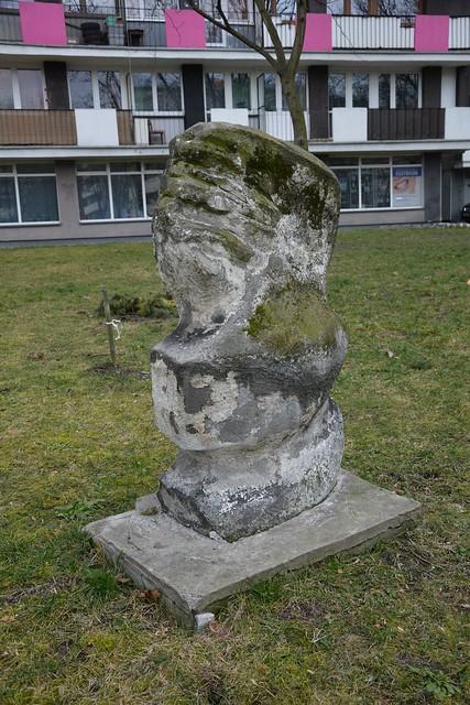 Rzeźba plenerowa nr 1 - Oś. Tysiąclecia