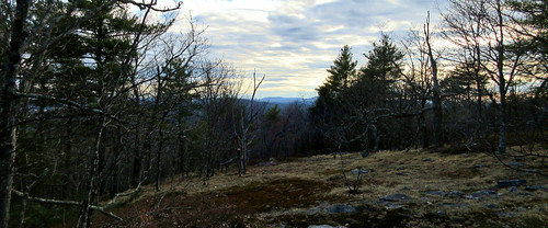 uncanoonuc north mountain goffstown bedford new hampshire nh hill view social distancing trees nature ilovenaturesomuch