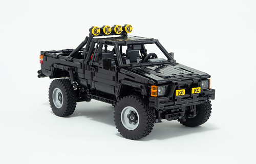 LEGO Toyota Hilux 1985 from Back To The Future (Original Design by RM8 (Egor Karshiev) and Madoca1977)