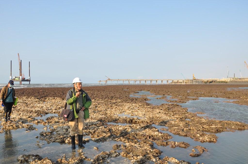搶救大潭藻礁行動聯盟潘忠政站藻礁的命案現場,痛批中油三接應立即停工並異地建站。