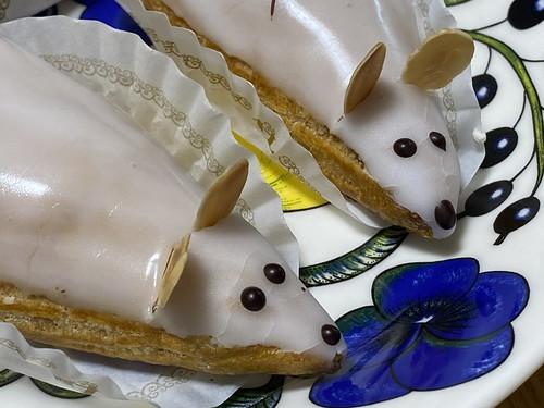 ネズミと白鳥のケーキ!