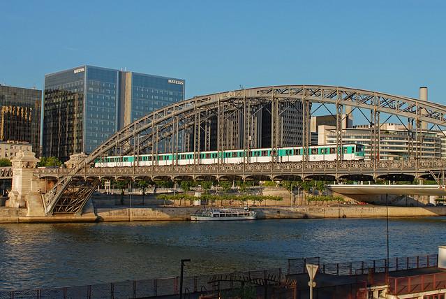Paris_Pont_d`Austerlitz_RATP_Ligne5_MF67-550_June2006_DSC_0462_DxO
