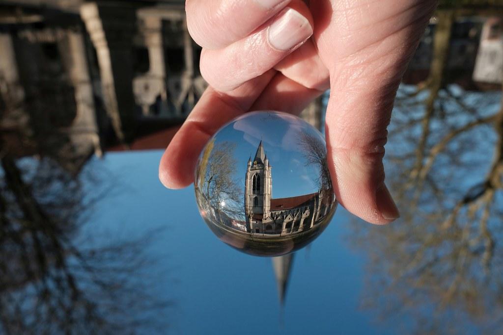 The world trough a glass ball