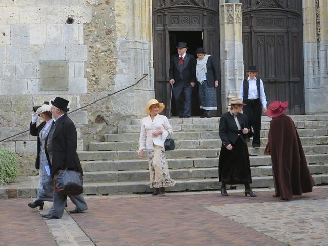Nous voilà plongés au cœur de la Belle Epoque, mais où??? A Illiers-Combray devant l'église Saint-Jacques (28)