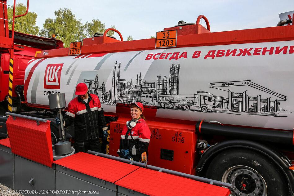 В России производство бензина упало почти на 20% НЕФТЕГАЗОВАЯ