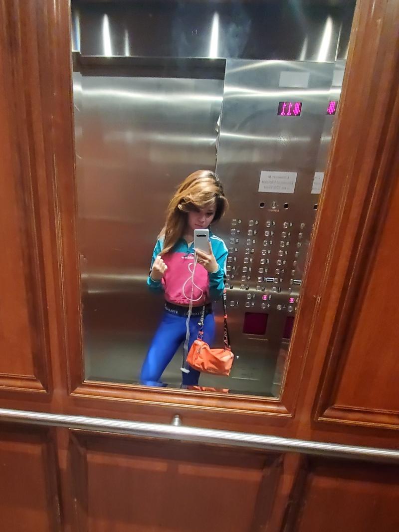 leftbaned elevator selfie