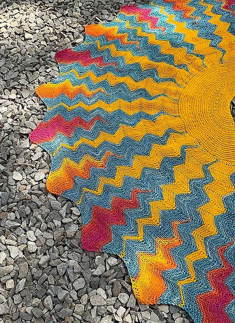 The simply stunning shawl Sunshine by Natalia Moreva